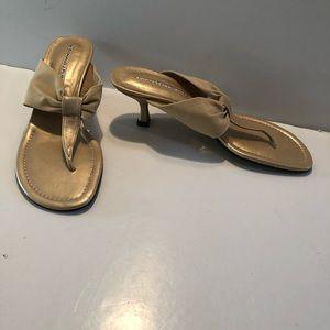 DONALD J PLINER Gold Thong Kitten Heel SANDALS 7
